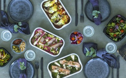 Plus Pack trays and containers with ready meals and salads, different materials, aluminium and plastic food packaging